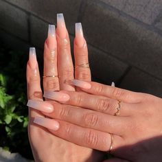 Prized by women to hide a mania or to add a touch of femininity, false nails can be dangerous if you use them incorrectly. Types of false nails Three types are mainly used. Natural Acrylic Nails, Bling Acrylic Nails, Simple Acrylic Nails, Square Acrylic Nails, Summer Acrylic Nails, Best Acrylic Nails, Spring Nails, Acrylic Nail Designs Coffin, Coffin Nails Ombre