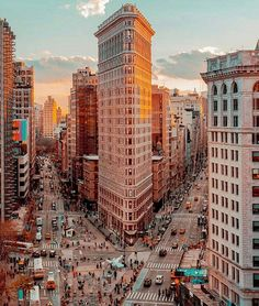 The Flatiron Building, NYC |Photo by @fullmetalphotography