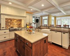 Traditional Kitchen Eat In Kitchen Design, Pictures, Remodel, Decor and Ideas - page 32