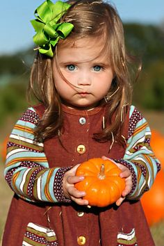 Little pumpkin :) what amazing eyes this little girl has