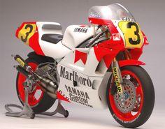 Racing Scale Models: Yamaha YZR 500 E.Lawson 1988 Late Version by Utage Factory House (Hasegawa) Yamaha Motorcycles, Vintage Motorcycles, Motorcycle Design, Bike Design, Moto Miniature, Yamaha Fzr 600, Grand Prix, Eddie Lawson, Course Moto