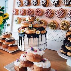 Wedding Cake + Donuts on Top + Donut Wall = Wedding Dessert Goals / @peace_of_cake_bakeries
