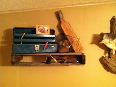 Pallet shelf with fishing decor & Vintage Fishing Decorating Ideas For Your Cabin Decor | Pinterest ...