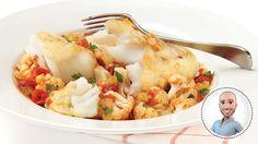 Morue poêlée sur chou-fleur tomaté   Recettes IGA  Stefano Faita Cauliflower, Vegetables, Food, Cod, Sprouts, Pisces, Recipes, Cauliflowers, Veggies