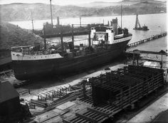 SHIPS under construction - EVANS BAY - Oil tanker `Paua' on the patent slip. Oil barge `Hinuwai' in the foreground. Coal-ship USS `Wingatui' is in the background . Old Pictures, Old Photos, The Hutt, Bay Photo, Oil Tanker, Merchant Navy, Kiwiana, Royal Navy, Under Construction