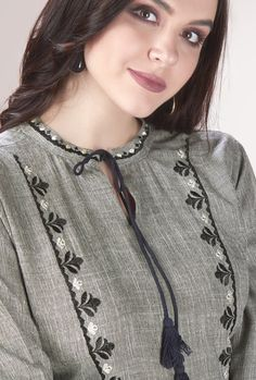 Simple Kurti Designs, Fancy Blouse Designs, Kurta Designs Women, Neck Designs For Suits, Sleeves Designs For Dresses, Neckline Designs, Hand Embroidery Dress, Kurti Embroidery Design, Kurtha Designs