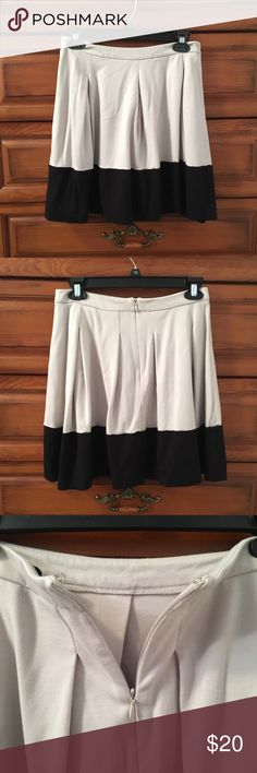 Express Color Block Skirt This skirt was thrifted and is in perfect condition! No sign or wear and tear at all. Zipper back for easy wear. This can be great for business casual outfits. Express Skirts Circle & Skater