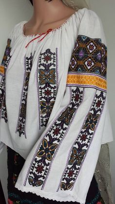 Vintage traditional Romanian blouse (IIE) -- Mehendinti Area Funky Fashion, Diy Fashion, Fashion Outfits, Womens Fashion, Fashion Design, Folk Costume, Costumes, Mori Girl, Traditional Dresses