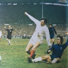 Chelsea 2 Leeds Utd 2 in April 1970 at Wembley. David Webb tackles Eddie Gray in the FA Cup Final. Leeds United Football, Fa Cup Final, David Webb, Football Jerseys, World Cup, Finals, Chelsea, Gray, Magazine