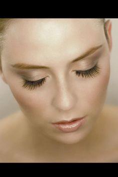 Welche Frau träumt nicht von langen, dichten Wimpern? #eyelashes #wimpernverlängerung #wimpernextensions #wimpernserum #beautytrend #beauty