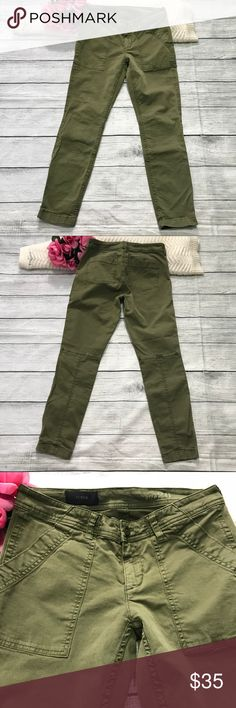 """J. Crew Wo's Army Green Skinny Pants 26 Ins 26.5"""" J. Crew Wo's Army Green Skinny Pants Sz 26 Ins 26.5""""  In excellent condition, no damage; Stretch  Flat Measurements  Waist 14"""" Hips 17"""" Rise 8"""" Inseam 26.5"""" Leg Opening 5"""" *Note: Measurements were taken with the item laying flat on an even surface using a steel measuring tape and approximation. Please allow 0.5 to 1.0 inch margin of error. Item#593  Materials  97% cotton  3% spandex J. Crew Pants Skinny"""