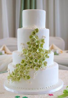Green Hydrangea - The best wedding cake design I've seen so far! Hydrangea's be my favorites!
