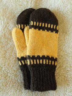 Käsityönharrastaja neuloo, virkkaa, värjää, piirtää, askartelee... Fingerless Mittens, Knitted Gloves, Knitted Dolls, Knitting Socks, Finger Knitting, Knitting For Kids, Cute Crochet, Knit Crochet, Tejidos
