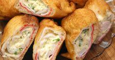 Классный рецепт - Крабовые палочки с сыром! Крабовые палочки с сыром обычно не подвергают термической обработке, но сегодня мы предлагаем вам вкуснейшие горячие крабовые палочки с сыром в кляре. Эта необычная и яркая закуска подходит для праздничного стола. Воистину неисчерпаема фантазия любителей крабовых палочек! Крабовые палочки добавляют в салаты, закуски, котлеты, запеканки, выпечку, жарят в кляре и без него. Самые экзотичные рецепты с крабовыми палочками порой поначалу даже приводят в…