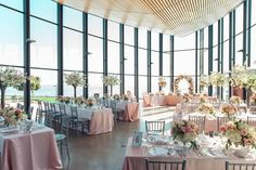 Lots of light at @spencers_w Perfect for capturing our floral and decor for Susan and Eric's pretty wedding! Lovely to work with wedding planners @fleurweddingstoronto on this one! Beautiful shot by @agistudio ... ... ... #Spencers #spencersonthewaterfront #cherryblossoms #summer #love #flowers #naturallight #blush #burlington