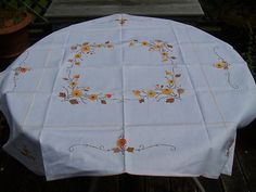 RARE SWATOW LINENS CO VINTAGE EMBROIDERED TABLECLOTH 42X42 WITH SET OF 6 NAPKINS