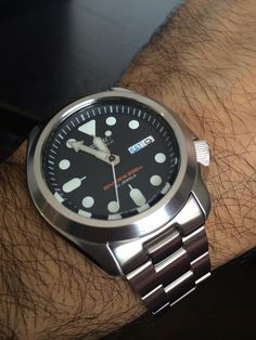 Buying The Right Type Of Mens Watches - Best Fashion Tips Field Watches, Big Watches, Cool Watches, Seiko Skx, Seiko Watches, Seiko Automatic, Automatic Watch, Simple Watches, Wear Watch