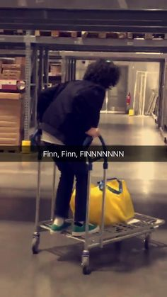 FINNIE THE POOH STOP. #Finnwolfhard