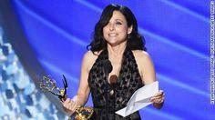 Julia Louis-Dreyfus trembles during Emmy speech