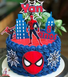 Spiderman Cake Ideas for Little Super Heroes - Novelty Birthday Cakes Spiderman Balloon, Spiderman Birthday Cake, Superman Birthday Party, 4th Birthday Cakes, Novelty Birthday Cakes, Superhero Cake, Bolo Minion, Superhero Party Decorations, Avenger Cake