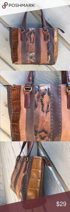 """Fossil Leather Handbag Small genuine leather bag in excellent condition. Please use the zoom option. Does not have long strap with it. 10""""x8""""x3"""" Fossil Bags"""