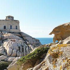 Leuchtturm am Capo Testa im Norden der Insel Lighthouse, Mount Rushmore, Ocean, Sky, Mountains, Beach, Nature, Instagram Posts, Travel