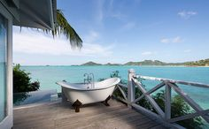 Now THIS.... is how you marry indoor and outdoor living. A claw foot tub overlooking the Caribbean Sea at Cocobay Resort