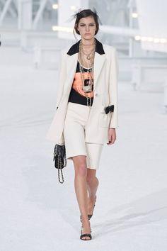 Adiós, joggineta: la silueta pandémica se viste de traje / Blocdemoda.com   Cultura Moda Daily Fashion, Fashion Week, Fashion Photo, Paris Fashion, Style Fashion, Style Casual, Look Casual, Primavera Chanel, Casual Fashion Trends