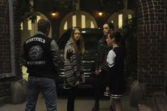 Episode5:ハロウィーンの夜。デート中のヴァイオレットとテイトのもとに、突然テイトを知るというゾンビのような姿の5人の高校生が現れる。彼らはテイトに執拗に絡み始め・・・。 American Horror Story, Horror Stories, American Horror Stories