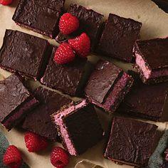 Raw Raspberry Slice Desserts For A Crowd, Vegan Desserts, Easy Desserts, Delicious Desserts, Dessert Recipes, Bar Recipes, Australian Desserts, No Bake Bars, Chocolate Topping