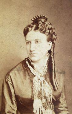 Victorian carte de visite 1880s a lovely balls on spikes hair comb