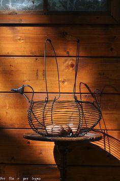Cestino portauova a forma di gallina