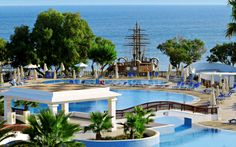 Louis Creta Princess on All Inclusive -hotelli koko perheen huolettomaan lomaan. Rannan tuntumassa sijaitsevassa hotellissa on viihtyisä allasalue ja hyvä palvelu. Pienet lomailijat viihtyvät leikkipaikalla, jonka merirosvolaivassa on täysi seikkailu päällä. Liikettä lomaan tuo hotellin lukuisat harrastukset ja aktiviteetit. www.apollomatkat.fi