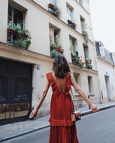 Self Portrait Dress in Paris (Song of Style) Fast Fashion, Daily Fashion, Fashion Moda, Love Fashion, Fashion Looks, Fashion Photo, Paris Fashion, Song Of Style, Style Me