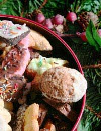 good ideas for homemade unique hampers Christmas Food Gifts, Christmas Hamper, Christmas On A Budget, Homemade Christmas, Homemade Food, Homemade Gifts, Hamper Ideas, Gift Hampers, Food Items