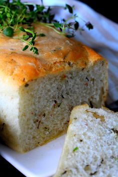Gluteeniton yrttileipä. Helppo ja nopeaa. Bread Recipes, Banana Bread, Desserts, Food, Breads, Tailgate Desserts, Deserts, Eten, Postres