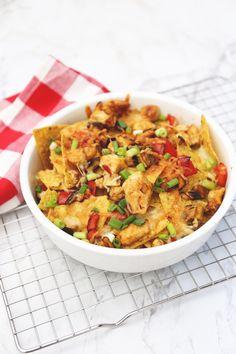 Nachos met kip en paprika - Lekker en Simpel Food L, Good Food, Food Porn, Tapas, Wine Recipes, Cooking Recipes, Healthy Recipes, Oven Dishes, Pasta