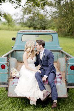 Adorable barn wedding: http://www.stylemepretty.com/maryland-weddings/2014/09/26/maryland-barn-wedding-at-chanteclaire-farm/ | Photography: Kelsey Kradel - http://kelseykradel.com/