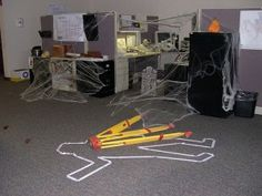 decorated cubicles for halloween decoratedcubicles decorated cubicles pinterest decorate cubicle cubicle and halloween cubicle