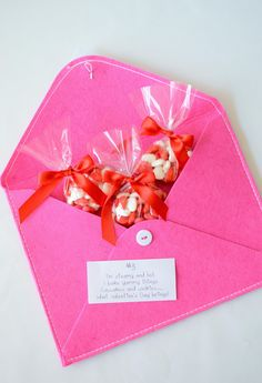 Valentine's Day Scavenger Hunt Ideas (with clues!) - super-cute idea to celebrate with kids!