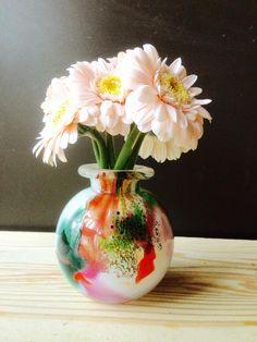 edabanaさんが投稿した一輪挿し,大切な日,同系色,切花,陽のあたる縁側,ガーベラコンテスト,フラワーアレンジメント,花のある暮らし,今日の一枚の画像です。 (2017月4月18日)