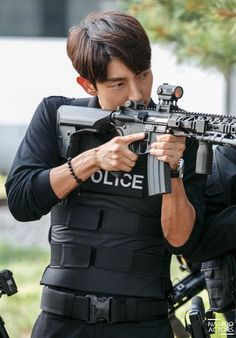 Lee Joon Gi: The Hottest, Most Handsome And Talented South Korean Actor And Entertainer: Criminal Minds: The Thrilling Opening Sequence Sun Lee, Lee Sun Bin, Lee Jong Ki, Lee Seung Gi, Korean Star, Korean Men, Asian Actors, Korean Actors, Lee Joon Gi Abs