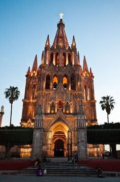 Looking forward to our trip here in May 2015 - San Miguel de Allende, Guanajuato Mexico Oh The Places You'll Go, Places To Travel, Places To Visit, Site Archéologique, Visit Mexico, Chapelle, Cozumel, Cancun, Mexico City