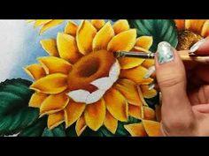 Girassóis - miolo e botão - Parte 3 - Pintura em tecido - YouTube Acrylic Painting Flowers, Acrylic Painting Techniques, Painting Videos, Fabric Painting, Watercolor Flowers, Sunflower Pictures, Sunflower Art, Watercolor Drawing, Painting & Drawing
