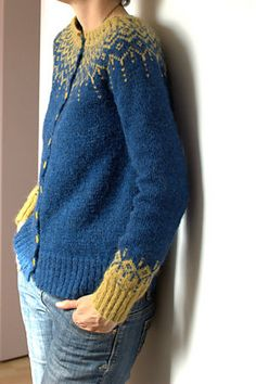 Froufrouetcapu's gilet des champs, a stranded colorwork yoke cardigan knit in Istex Lettlopi. Cardigan pattern: Winter Fantasy Jacket by DROPS design DROPS Design. Knitting Patterns Free, Knit Patterns, Free Knitting, Free Pattern, Knitting Machine, Knitting Ideas, Knitting Projects, Cardigan Pattern, Knit Cardigan