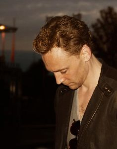 #TomHiddleston | and his neck in the Shirt of Destiny! <- The perfect phrase!