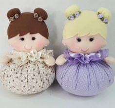 with ・・・ Mais algumas menininhas lindas, peso de porta e sachê 🎀👧💕 Felt Crafts Diy, Doll Crafts, Fabric Crafts, Sewing Crafts, Sewing Projects, Sock Dolls, Felt Dolls, Baby Dolls, Homemade Dolls