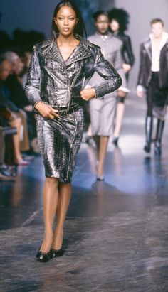 Fondazione Gianfranco Ferré / Collections / Woman / Prêt-à-Porter / 1998 / Fall / Winter