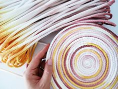 DIY home decor recycling sewing jewelry making a lot of awesome tutorials to get inspired by. Rope Crafts, Crafts To Make, Diy Crafts, Rope Basket, Basket Weaving, Basket Bag, Fabric Bowls, How To Make Rope, Bag Patterns To Sew