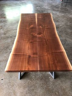Dining room design and iron dining table decor a guide 22 Wood Slab Dining Table, Dining Room Table Decor, Walnut Table, Dining Room Design, A Table, Kitchen Tables, Table Legs, Live Edge Table, Flagstaff House